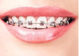 牙齿已经矫正过一次了还能再矫正吗?