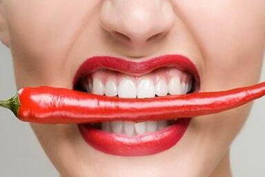 牙齿缺失种植烤瓷牙改善不良牙齿