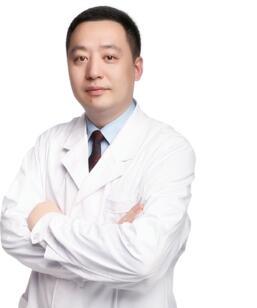 【整形医生】李战强医生做坐诊广州美莱医院 医生技术精悍自然