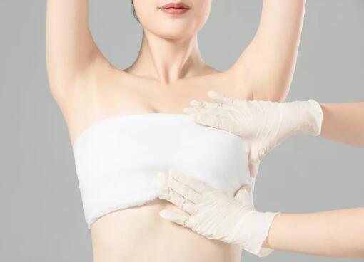 個別人假體豐胸手術后會有疼痛的存在