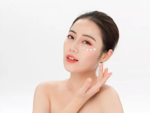 眼霜使用不正確,會留下脂肪粒