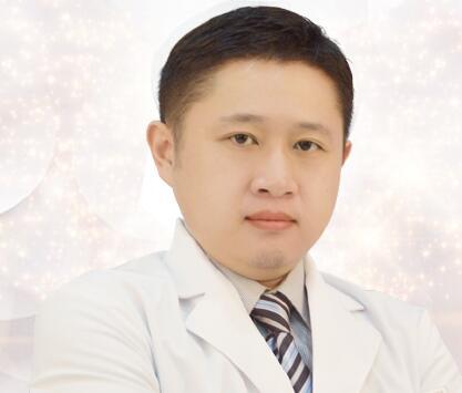 银川嘉华伊美医学美容诊所整形医生 周伟