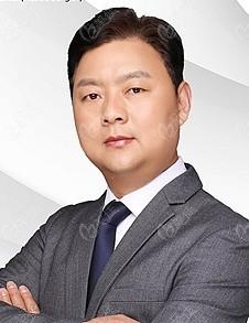 整形医生刘俊伟