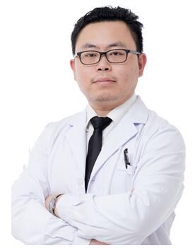 深圳易容颜医疗美容门诊部整形医生 王航