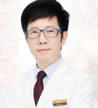 重庆臻瑞解放碑医疗美容整形医生 李光强