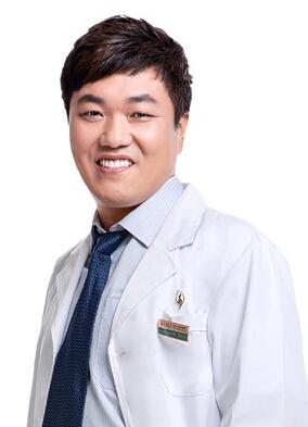 西安叶子医疗美容医院整形医生 洪春